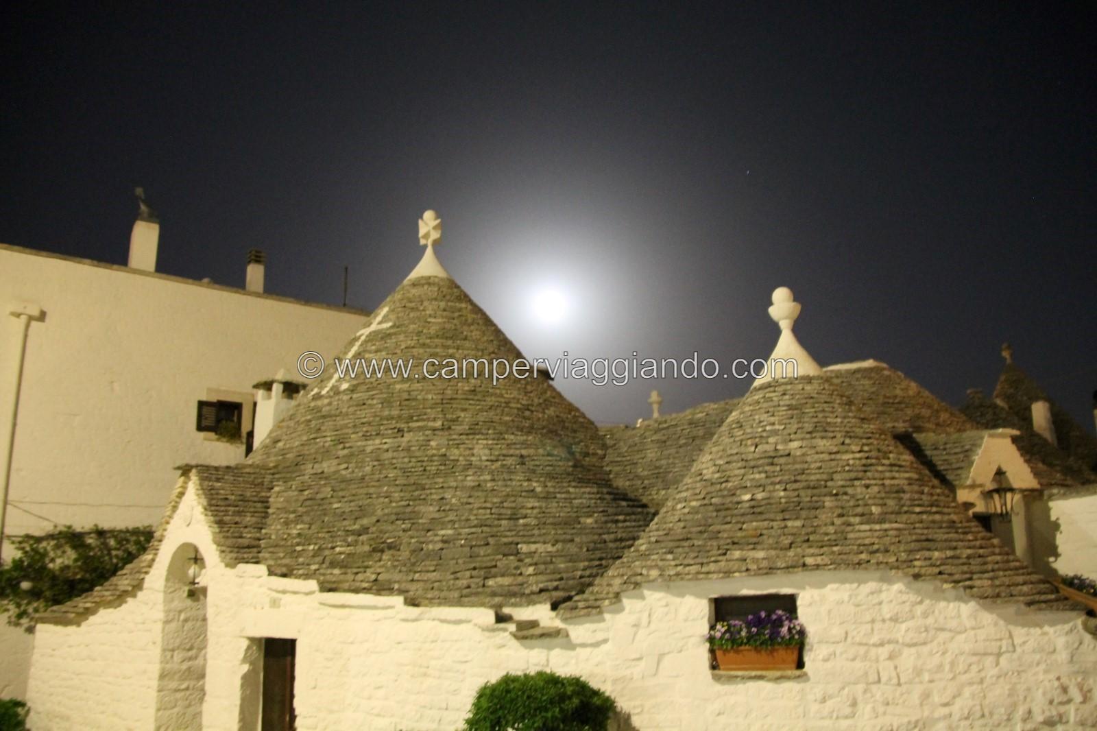 Alberobello sera