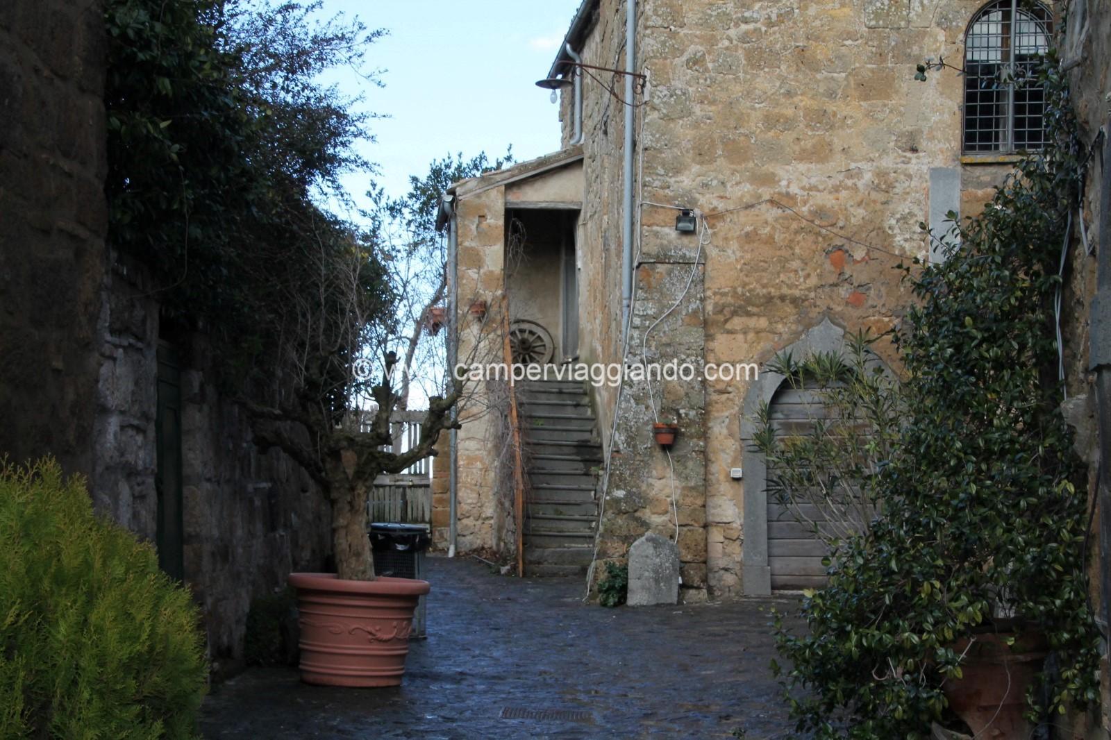 Nella valle dei Calanchi, in provincia di Viterbo si trova uno dei borghi più belli d'Italia