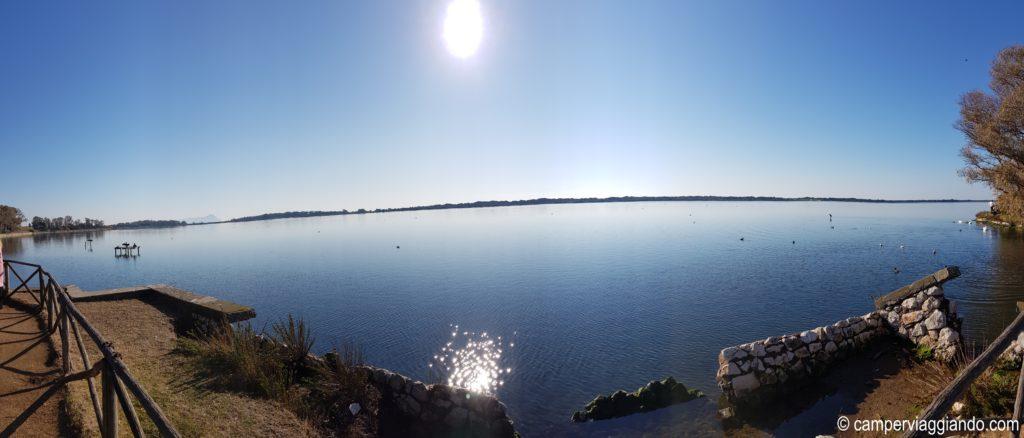Lago di fogliano panorama